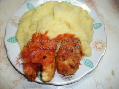 Хек запеченный в духовке с соусом, картошка пюре