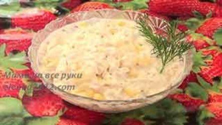 Салат из куриного филе и ананасами