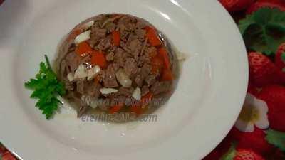 Заливное из мяса говядины в форме