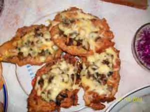 отбивные из куриного филе с грибами и сыром в духовке